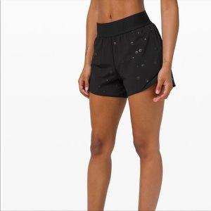 🍋🍋 Lululemon High Rise Hotty Hot shorts